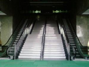 Mesjid Agung 4 (tangga escalator)
